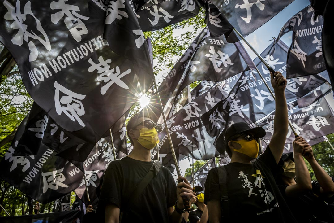 2021年6月12日,日本東京,約250名在日港人和當地市民於612衝突兩周年的時候在東京發起遊行,不少遊行人士身穿黑衣、撐起黃傘、部分亦高舉「光時」旗幟。 攝:Yuichi Yamazaki/Getty Images