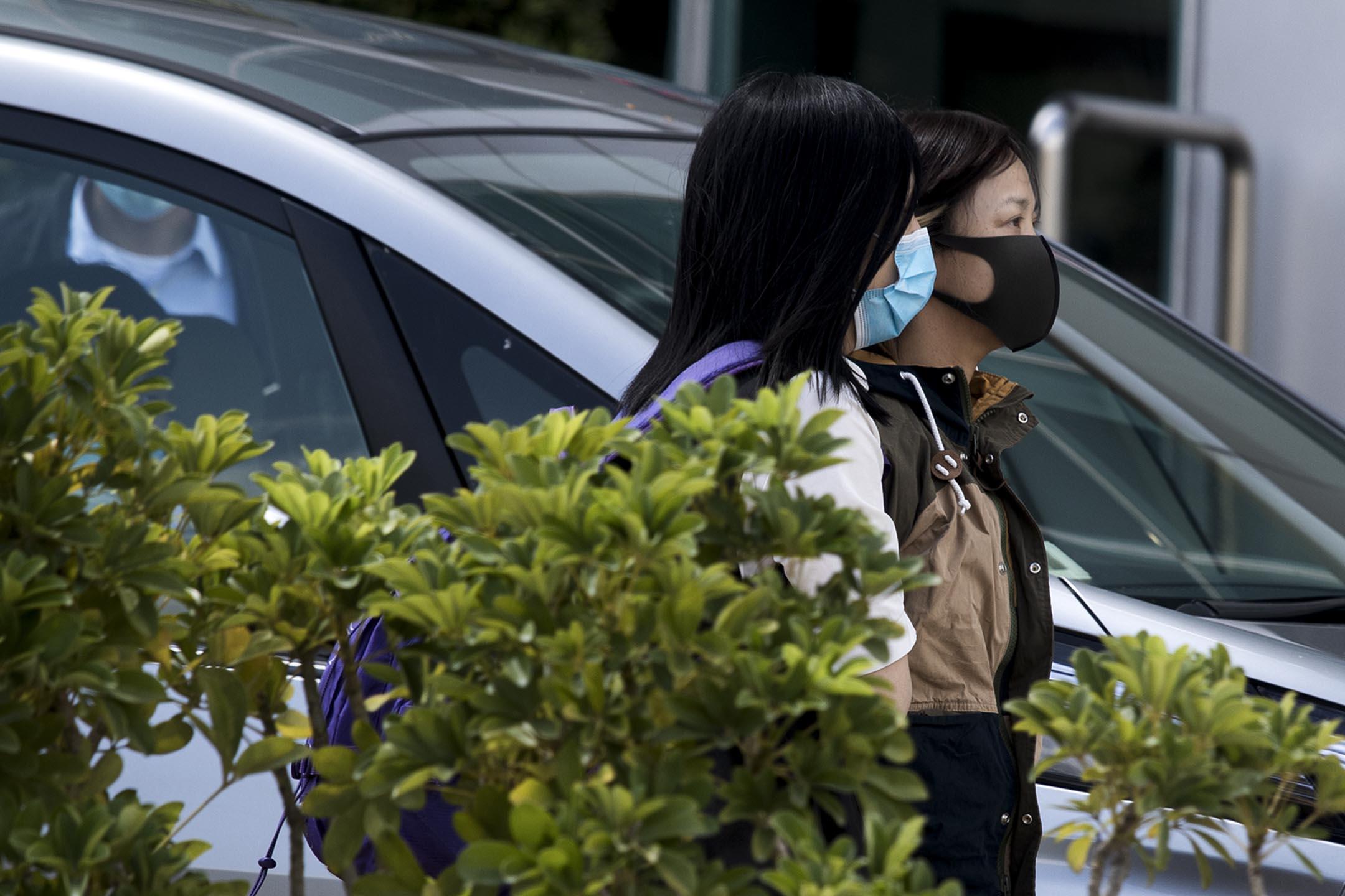 2021年6月17日將軍澳,《蘋果日報》副社長陳沛敏被捕後被帶往蘋果大樓。