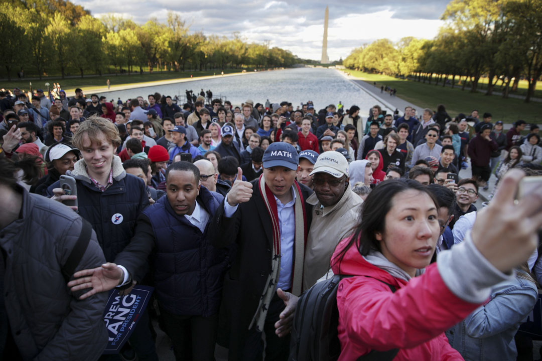 2019年4月15日華盛頓,民主黨美國總統候選人楊安澤在林肯紀念堂舉行競選集會後離開。