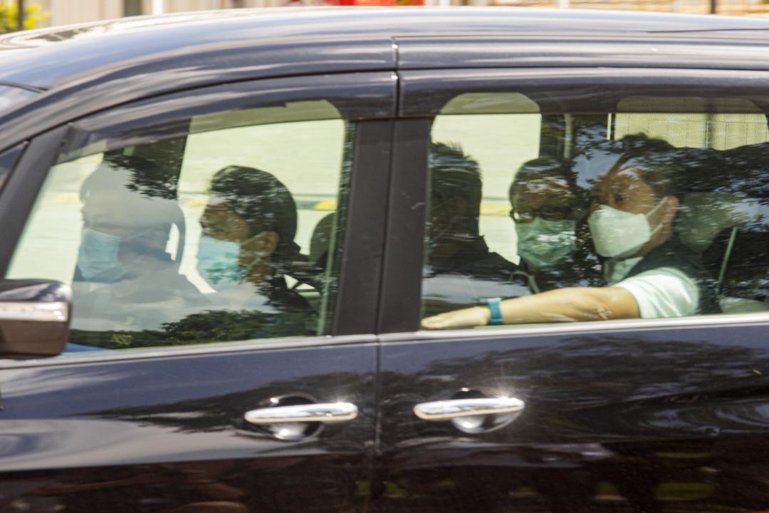 2021年6月17日,壹傳媒集團行政總裁張劍虹被捕後被帶往將軍澳蘋果日報大樓。