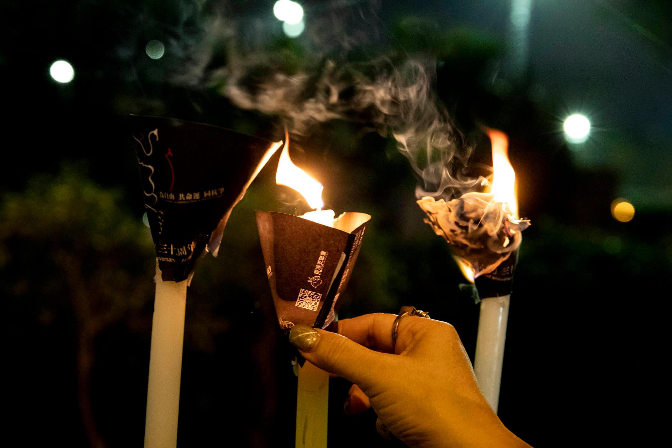 2021年6月4日,市民在維園點起燭光,悼念六四事件。