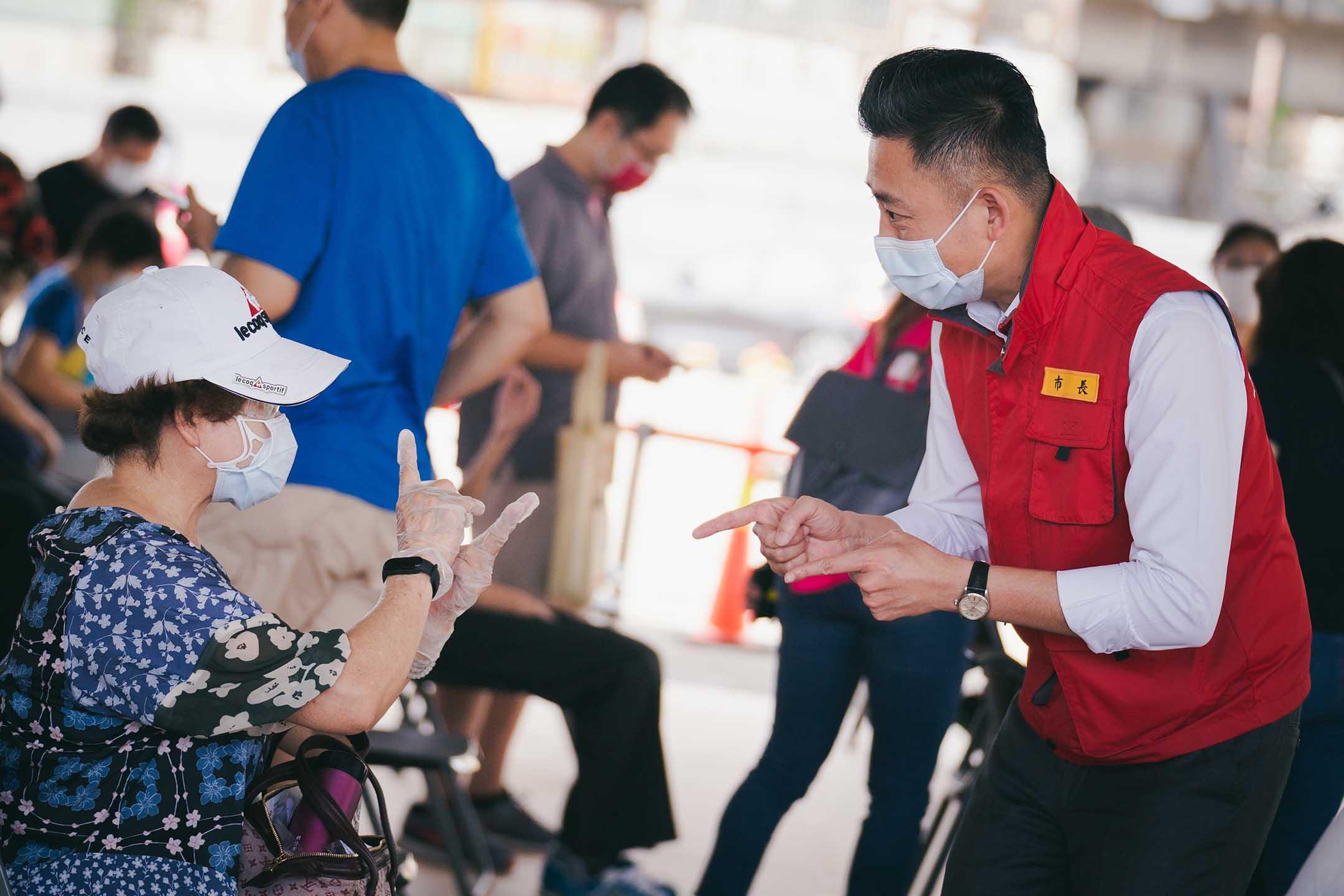 2021年6月18日,新竹市長林智堅今上午視察東區疫苗施打站。