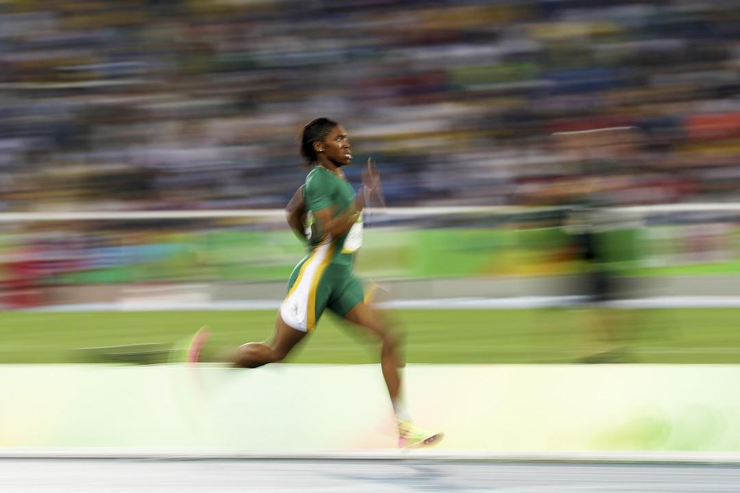 賽曼雅(Caster Semenya)在2016年巴西里約熱內盧奧運會第女子 800 米決賽中領跑。
