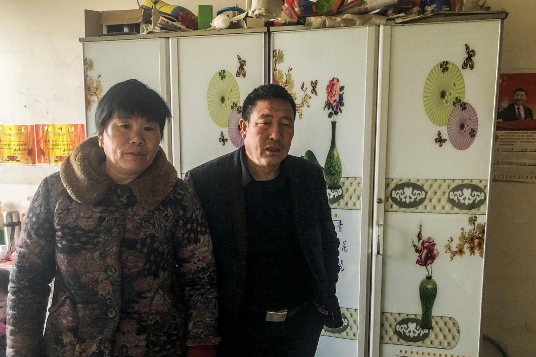 范平、徐留根夫婦在自己家。