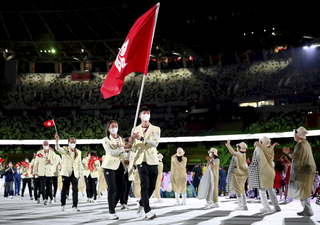 2021年7月23日,日本東京奧運會開幕式上,由劍擊的張家朗及羽毛球的謝影雪擔任持旗手,兩人手持特區區旗帶領香港運動員進場。