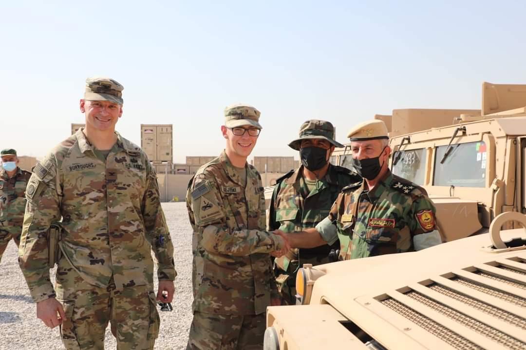 2021年7月26日,伊拉克埃爾比勒,美國為首聯軍向伊拉克庫爾德地區政府提供軍車援助。 攝:Getty Images