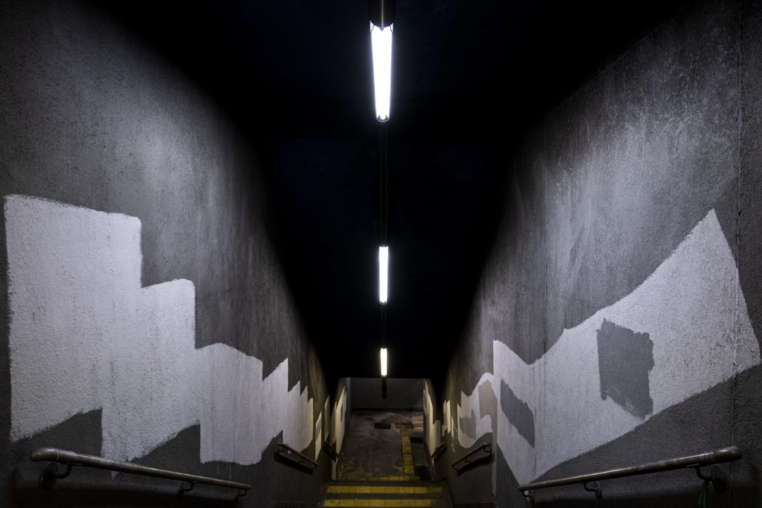 2021年6月28日香港藍田,一條曾畫上2019反修例運動塗鴉的樓梯,被抹掉清洗。