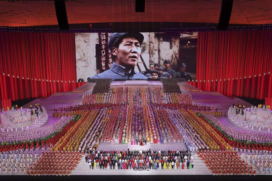 2021年6月28日,北京舉行的慶祝中國共產黨成立100 週年文藝演出中,領導人毛澤東出現在大屏幕上。