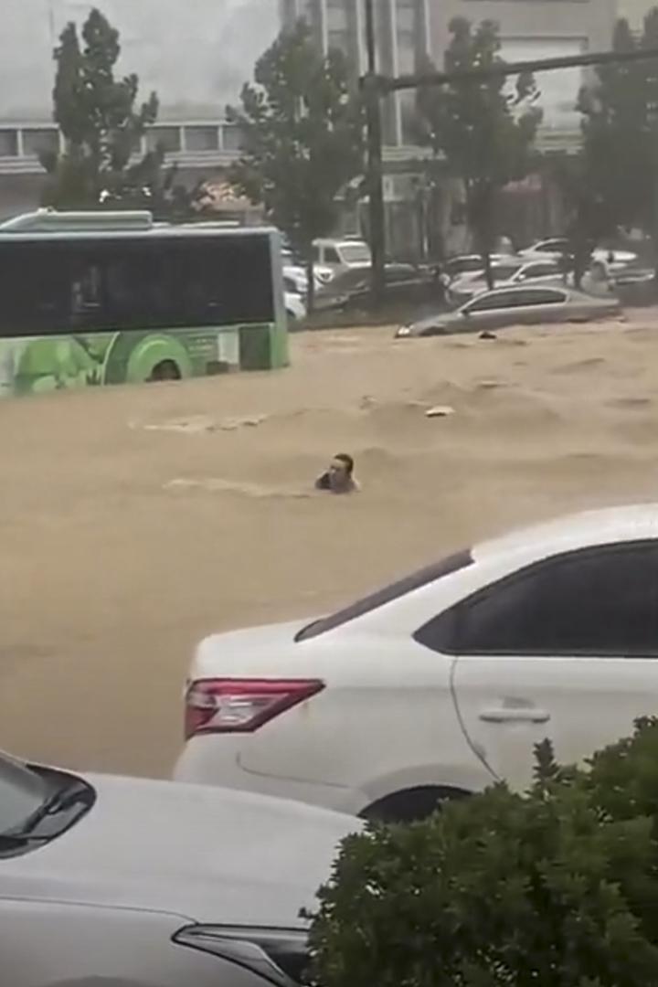 2021年7月20日,河南省遭遇大暴雨的現場。