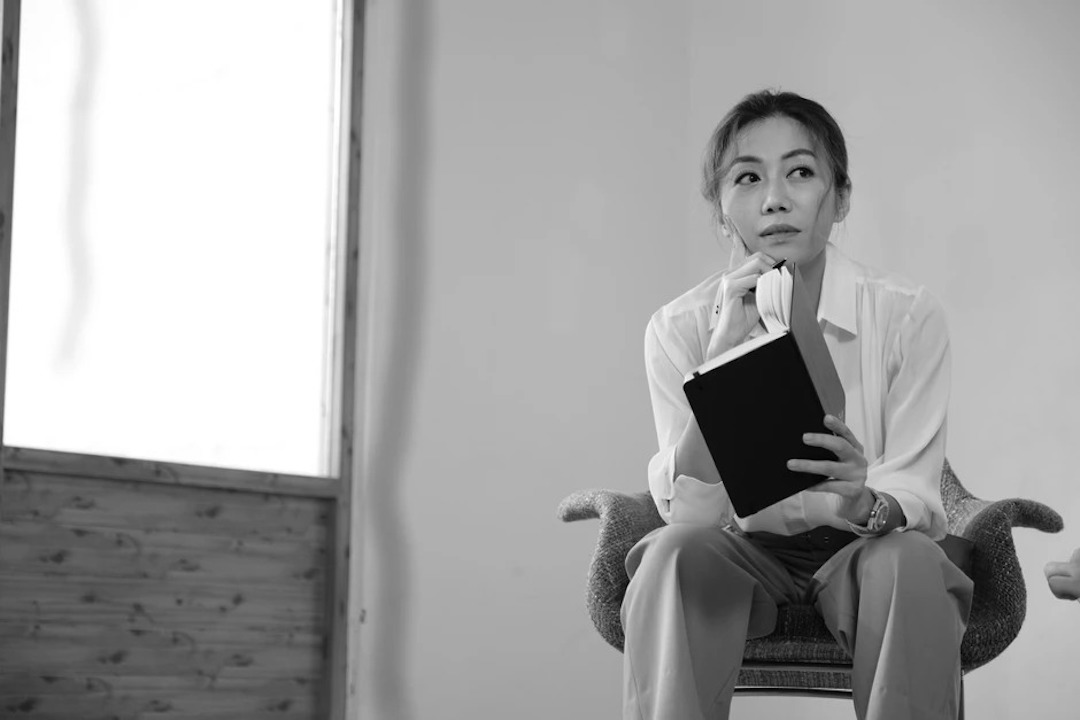 「文藝腦友談」其中一位受訪者是彭秀慧,媒體藝術家王志勇表示期望透過她在市場上的認受性,喚起大眾對精神健康的關注。