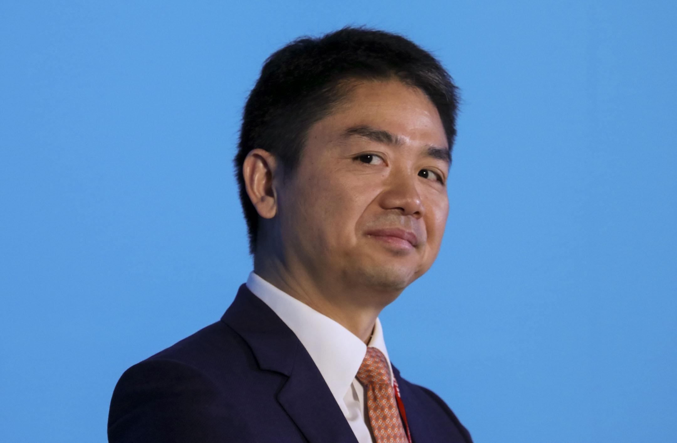 劉強東於2018年陷入的性侵訴訟仍繼續進行中。圖為劉強東於2015年出席博鰲亞洲論壇年會。