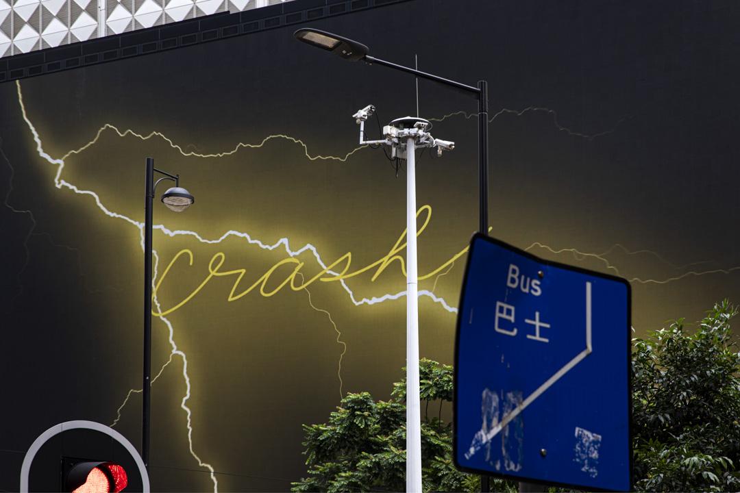 2020年10月22日,銅鑼灣SOGO外的戶外屏幕及監控鏡頭。 攝:陳焯煇/端傳媒