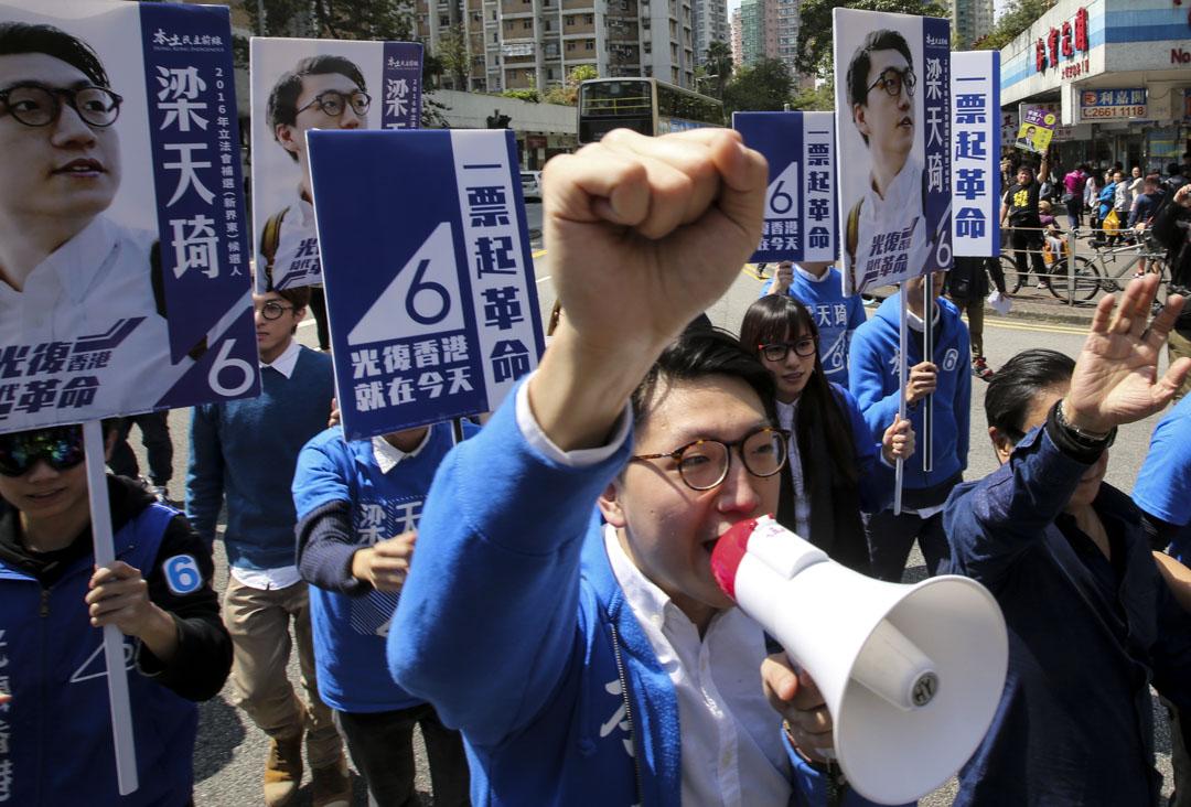 2016年2月28日,立法會新界東補選候選人梁天琦在選舉日拉票。