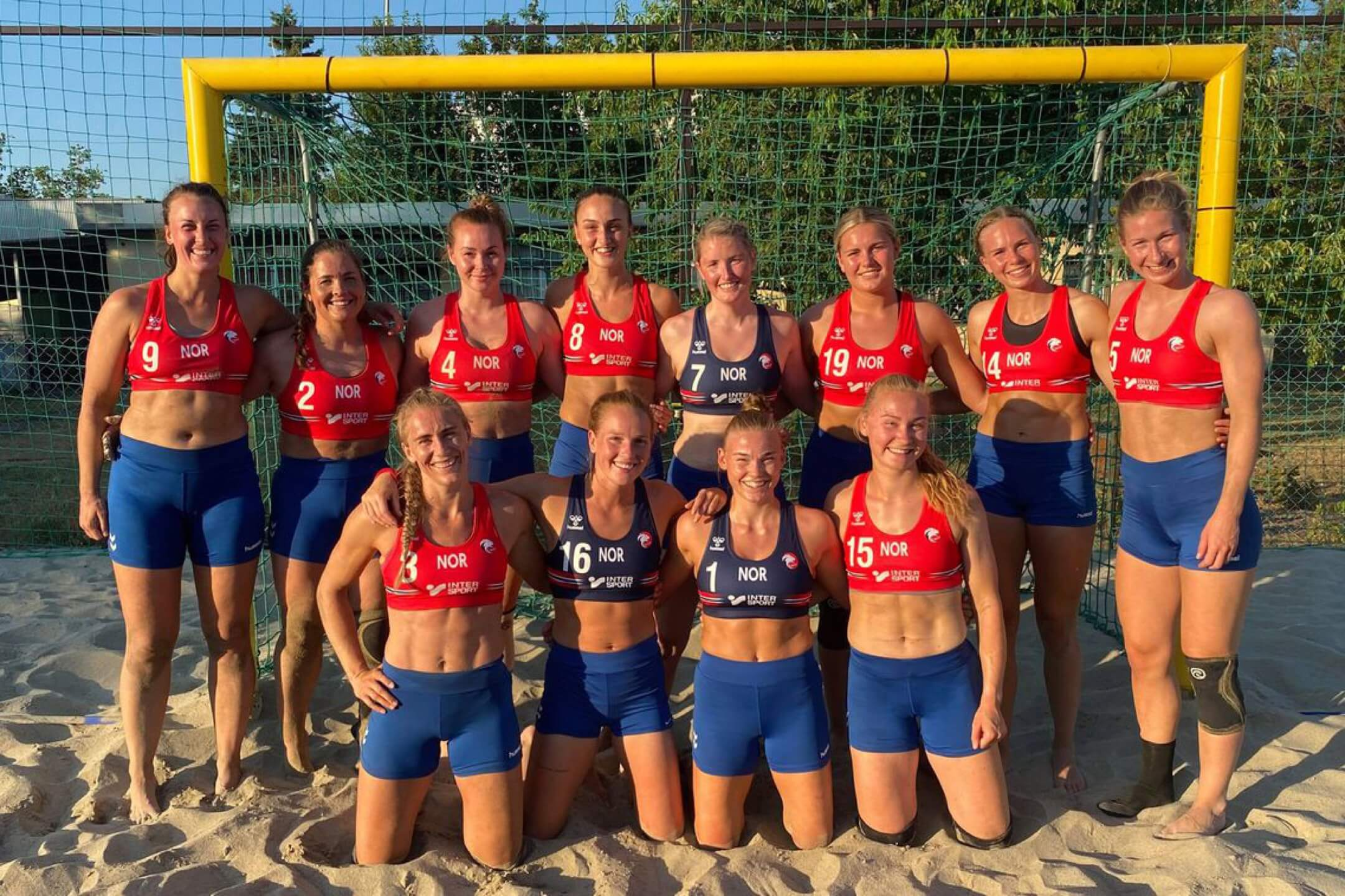 挪威女子沙灘手球隊合照。 網上圖片