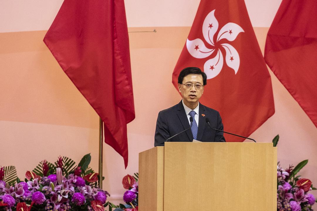 2021年7月1日,香港政務司司長李家超以署理行政長官的身份,主持「七一慶回歸酒會」。 攝:Chan Long Hei / Bloomberg via Getty Images