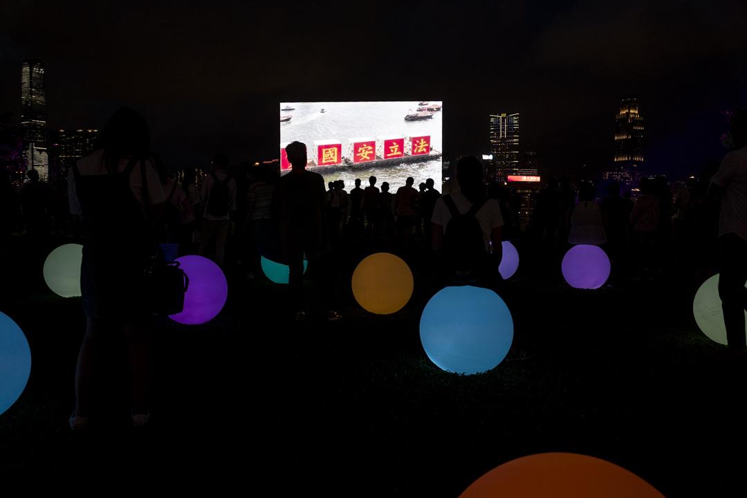 2021年7月1日,金鐘添馬公園外,傍晚起有「光影3D耀維港」表演,慶祝共產黨成立100周年及回歸紀念日。