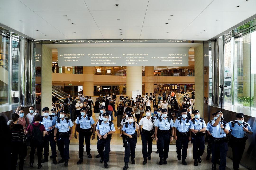 2021年7月30日,首宗《香港國安法》被告唐英傑罪名成立,共入獄9年,太古廣場天橋有不少市民希望送行,但其後遭警察以限聚為由驅散。