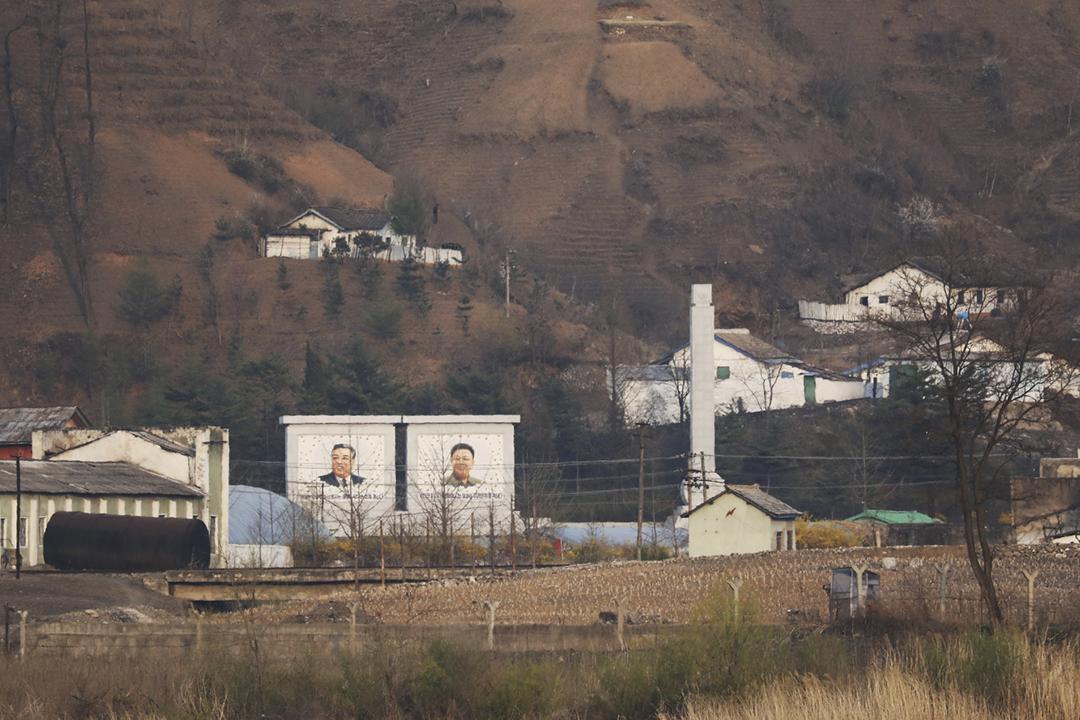 2021年4月20日,從中國遼寧省丹東市遠眺北韓新義州市的景況。 攝:Tingshu Wang / Reuters