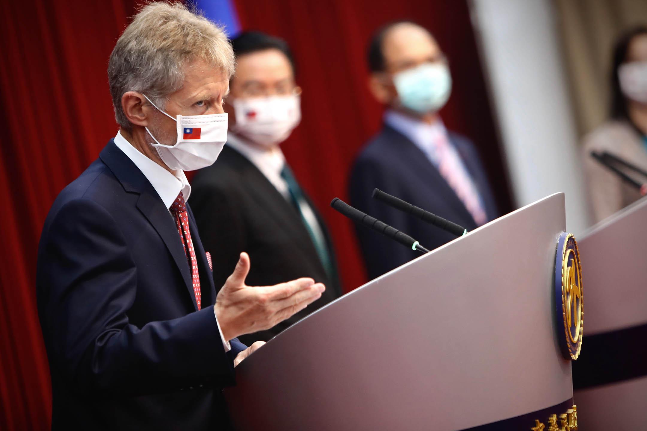 2020年9月3日台灣台北市,捷克參議院議長米洛什·維斯特奇爾 (Milos Vystrcil) 出席台灣外交部舉行的新聞發布會。
