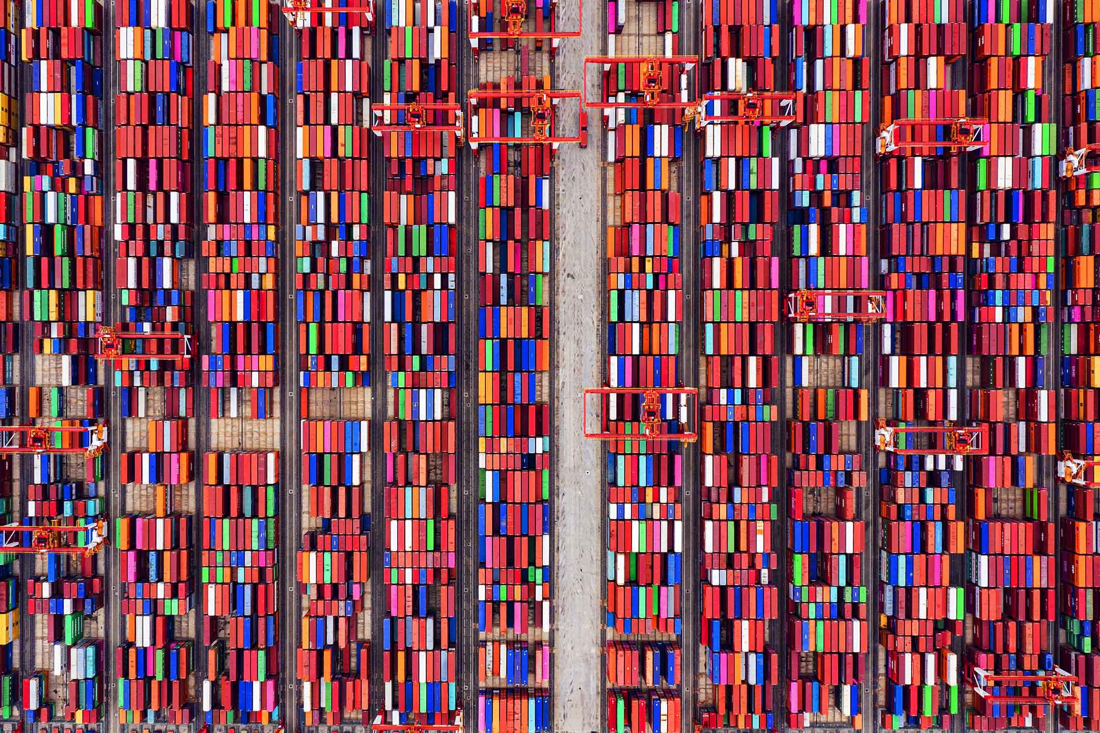 2021年5月21日中國上海,洋山深水港堆放的你貨櫃箱。