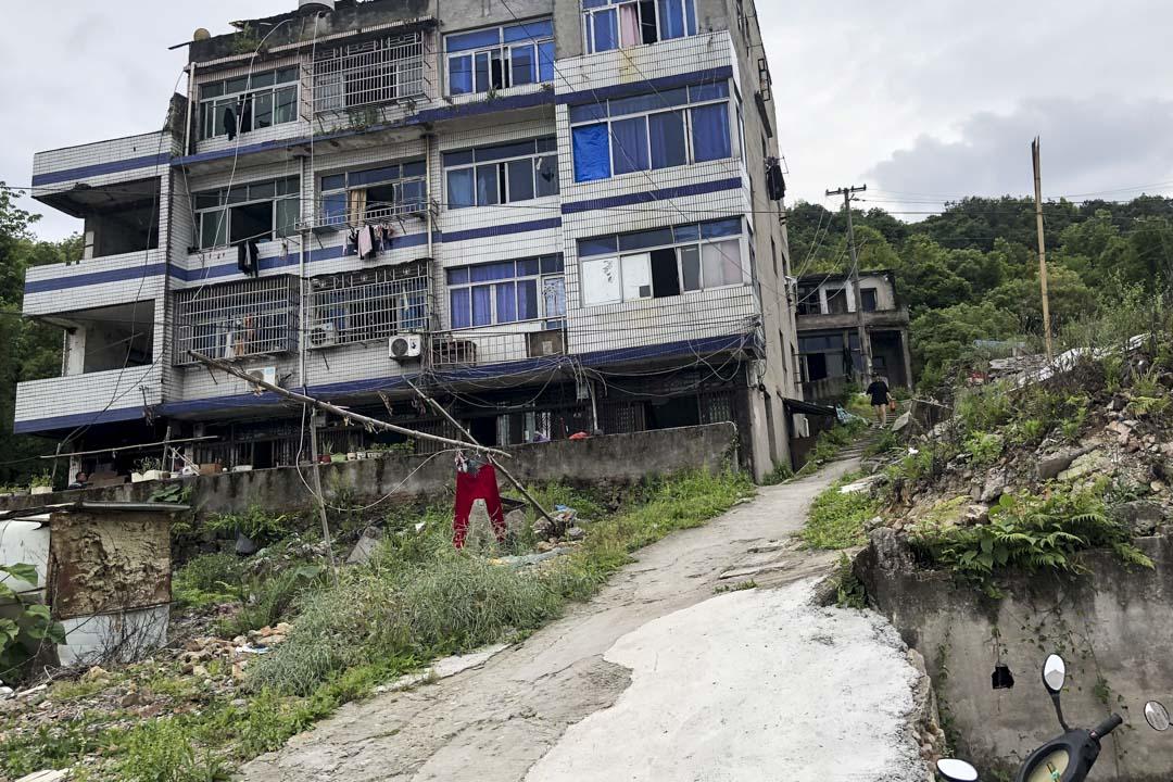 十年前温州動車意外現場附近,拆了一半的村子。