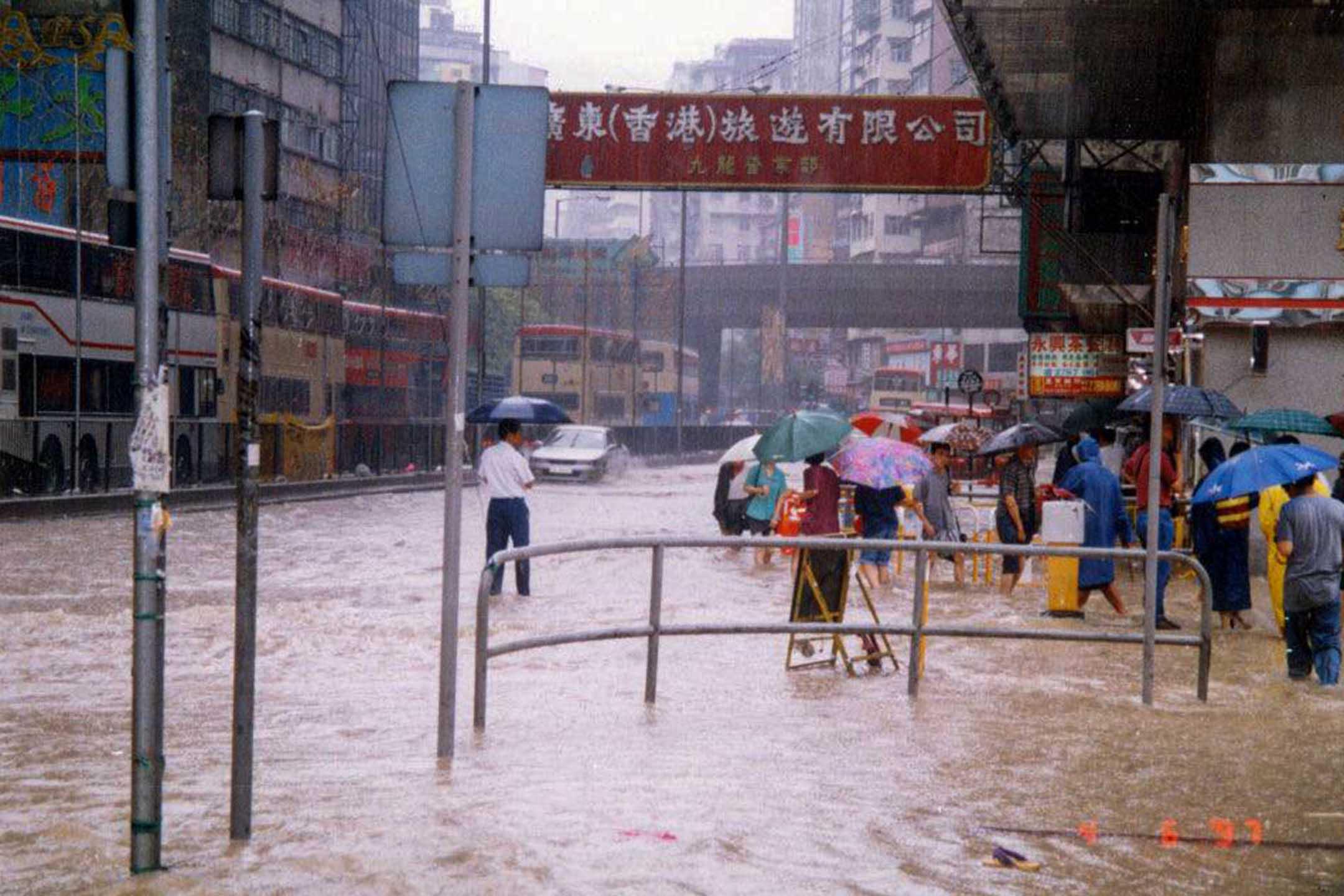 1997年旺角一帶水浸情況。