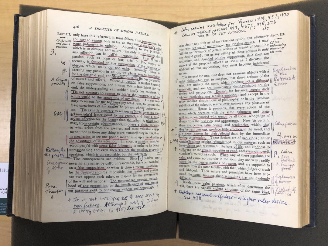 羅爾斯的書本。