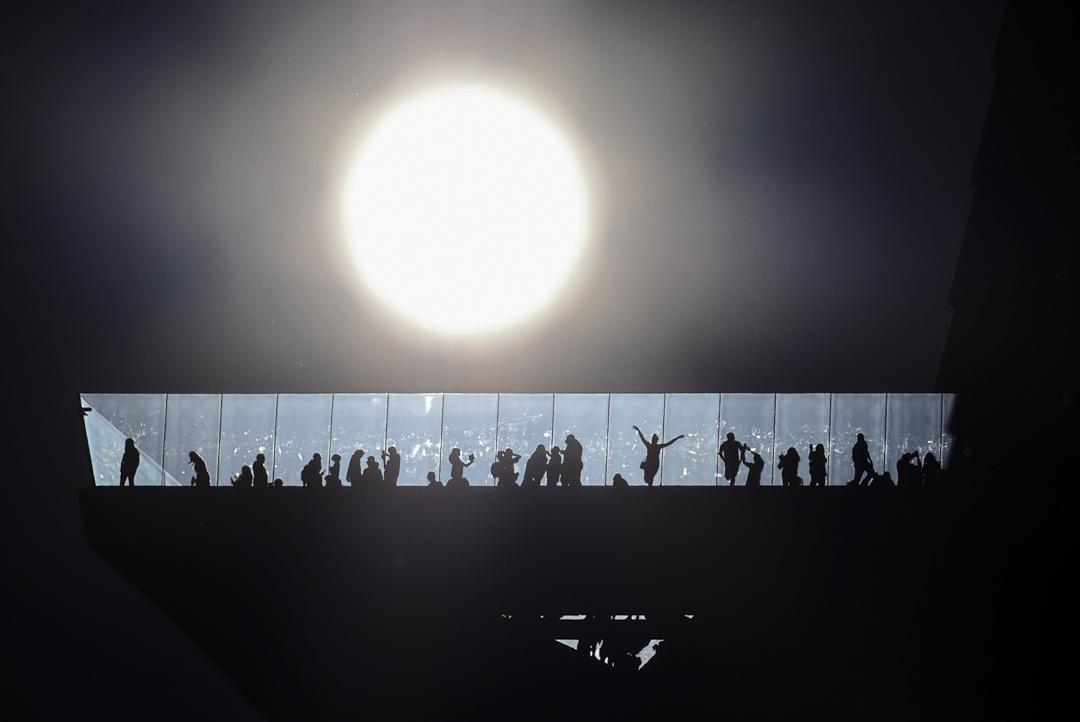 2021年7月31日,美國紐約市天空上的太陽。 攝:Gary Hershorn/Getty Images