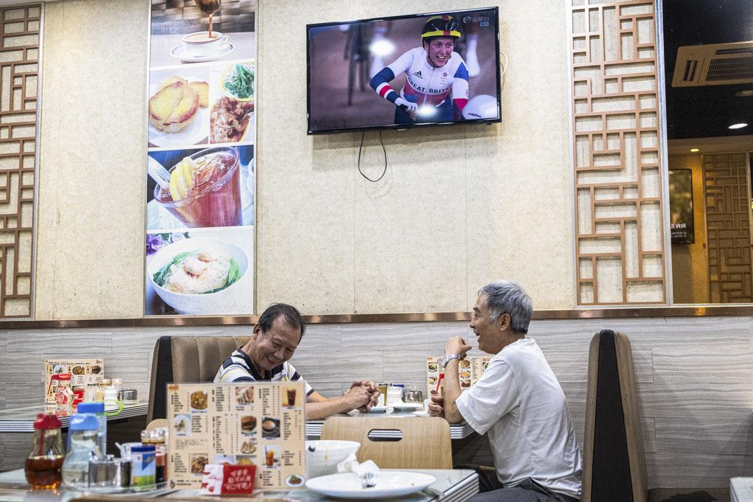 澳門一所茶餐廳內播放奧運比賽項目。