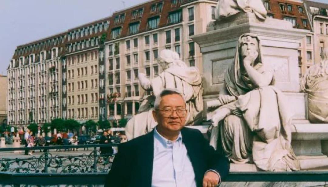 余英時在德國首都柏林的御林廣場。