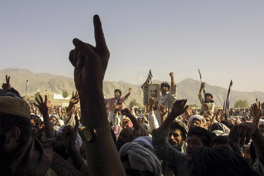 2001年10月1日,數千名塔利班支持者在巴基斯坦集會。