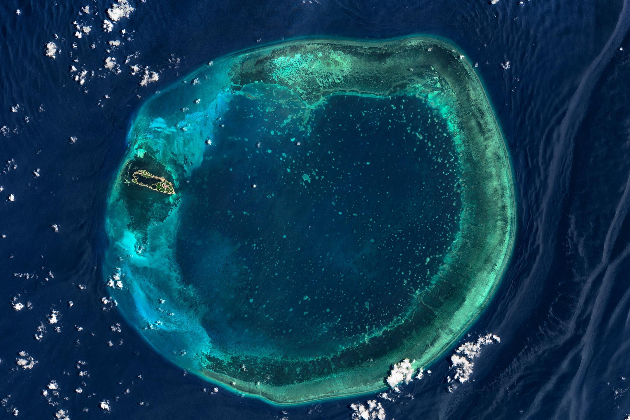 2020年7月27日,台灣高雄東沙島的鳥瞰圖。