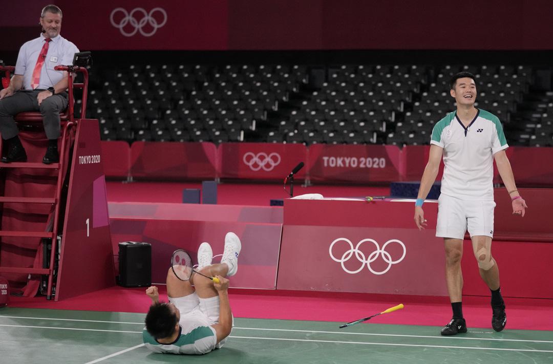 2021年7月31日,羽毛球男雙決賽,台灣的李洋和王齊麟擊敗中國的李俊慧和劉雨辰奪金。