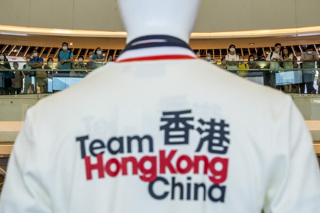 2021年8月6日,香港選手李慧詩在東京奧運出戰女子單車爭先賽,市民在沙田新城市廣場觀戰。