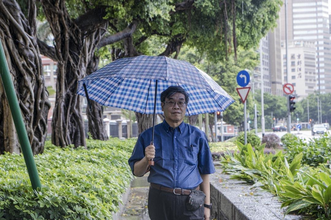 在澳門南灣,不時可見立法議員吳國昌的身影。