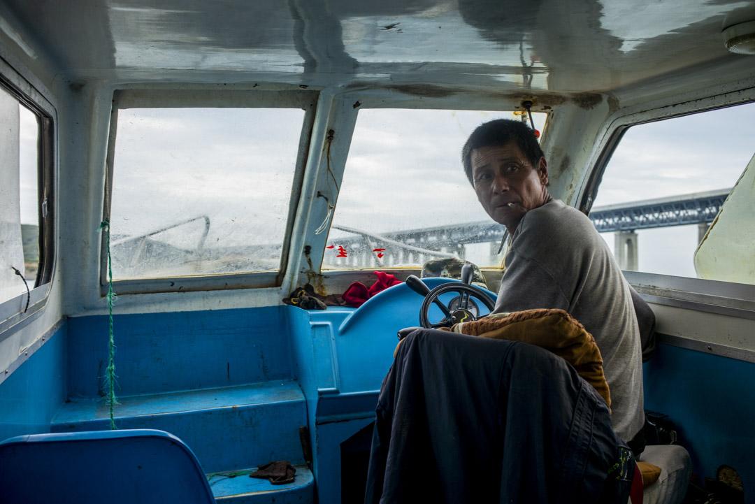 現在長嶼島居民要離開島上,只能依賴幾位有快艇的村民包艇出門,單程150元。