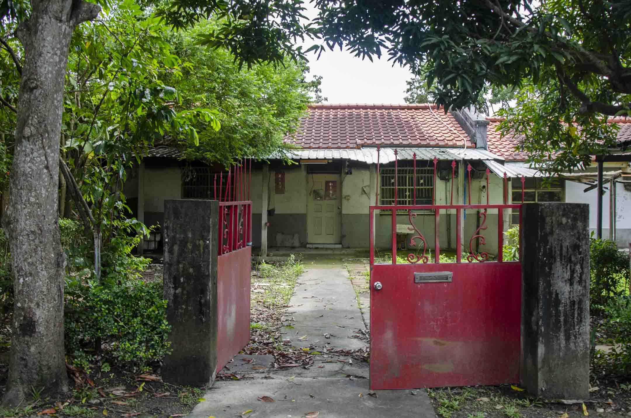 中興新村裡已經人去樓空的眷舍。
