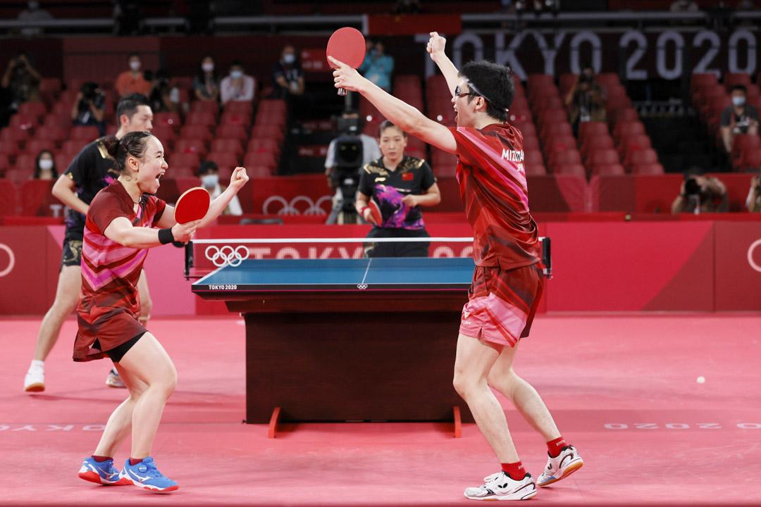 2021年7月26日,東京奧運混雙金牌賽,伊藤美誠搭檔水谷隼,擊敗了中國選手劉詩雯與許昕。