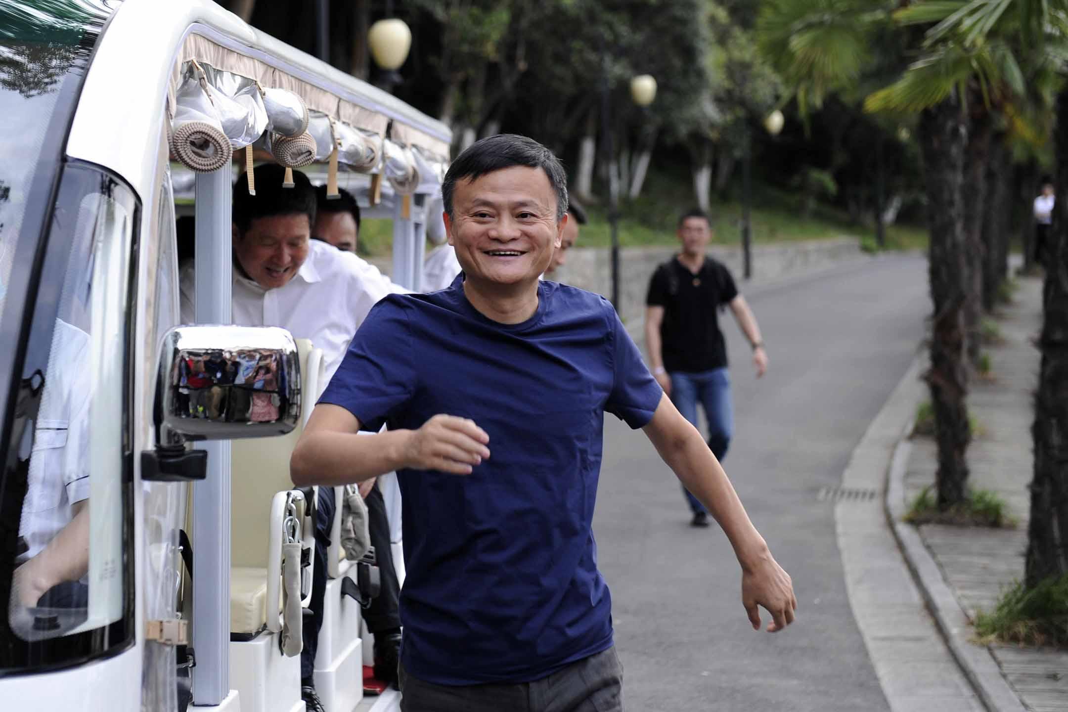 2020年6月6日中國合肥,阿里巴巴集團創始人馬雲日在一家火鍋店與前線工作的醫務人員共進晚餐。