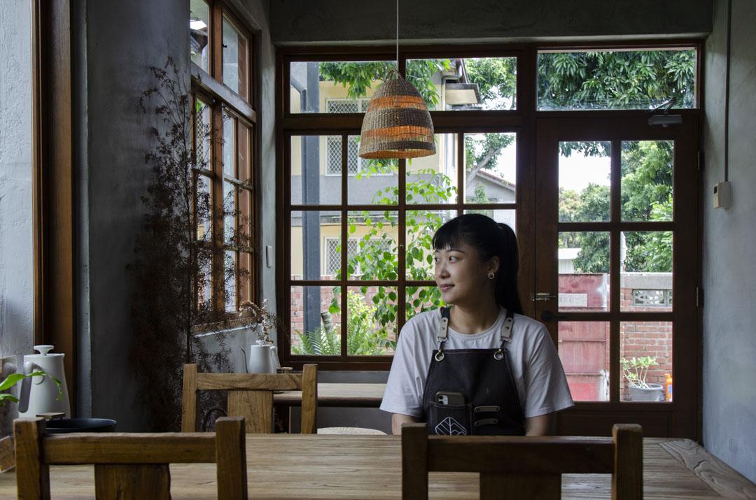 在中興新村經營「丘山茶」的賴岳鈴。
