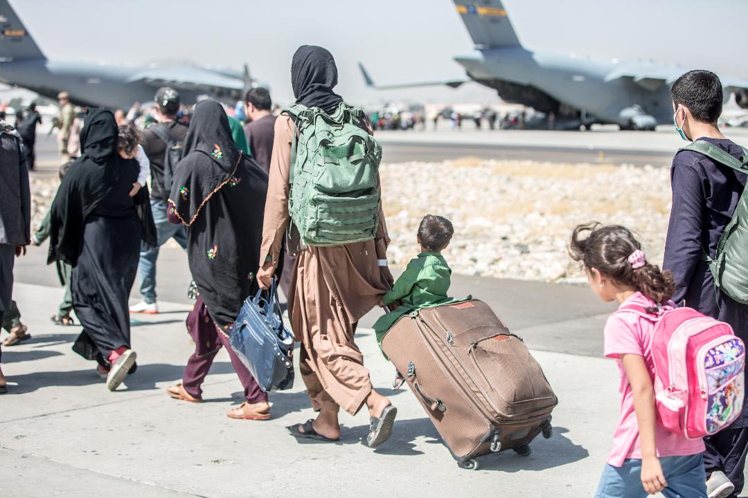 2021年8月24日,喀布爾國際機場,阿富汗人正在撤離。 攝:US Marine Corps/Reuters