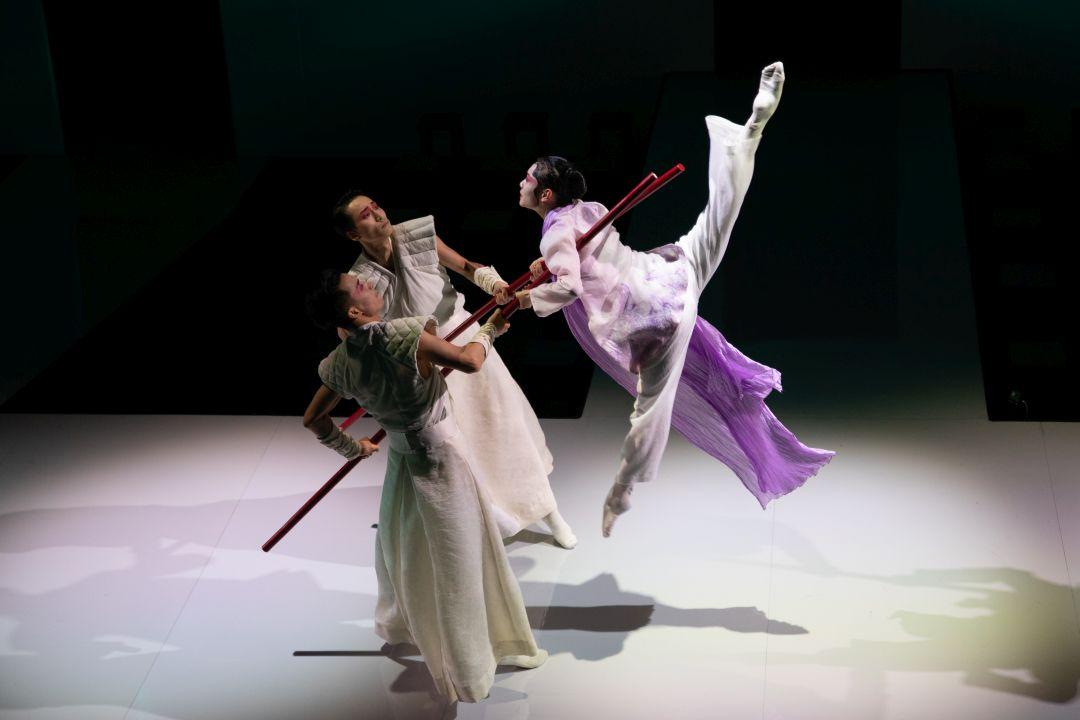 楊雲濤認為粵劇總存在着一份精緻,將之加到舞蹈中,能令後者提升至更動人及典雅的層面。 攝影:Henry Wong @ S2 Production