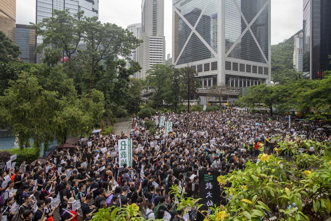 2019年8月17日,有教師發起「守護下一代,為良知發聲」的遊行,早上在遮打花園進行集會。