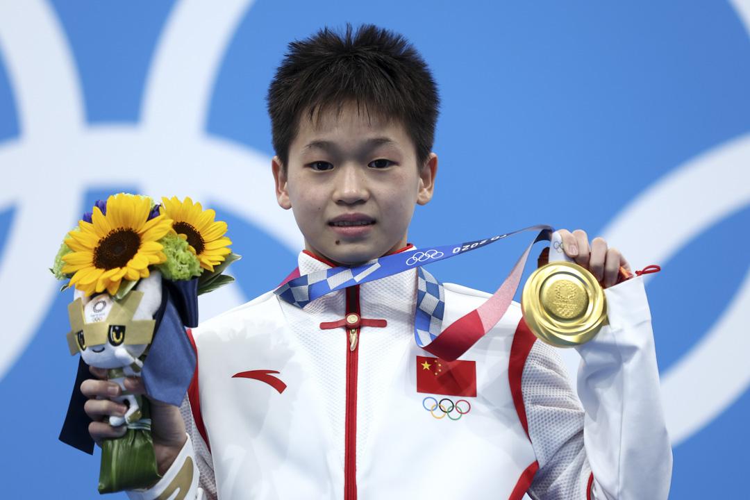 2021年8月5日,東京奧運女子10 米高台決賽,中國金牌得主全紅蟬站在領獎台上。