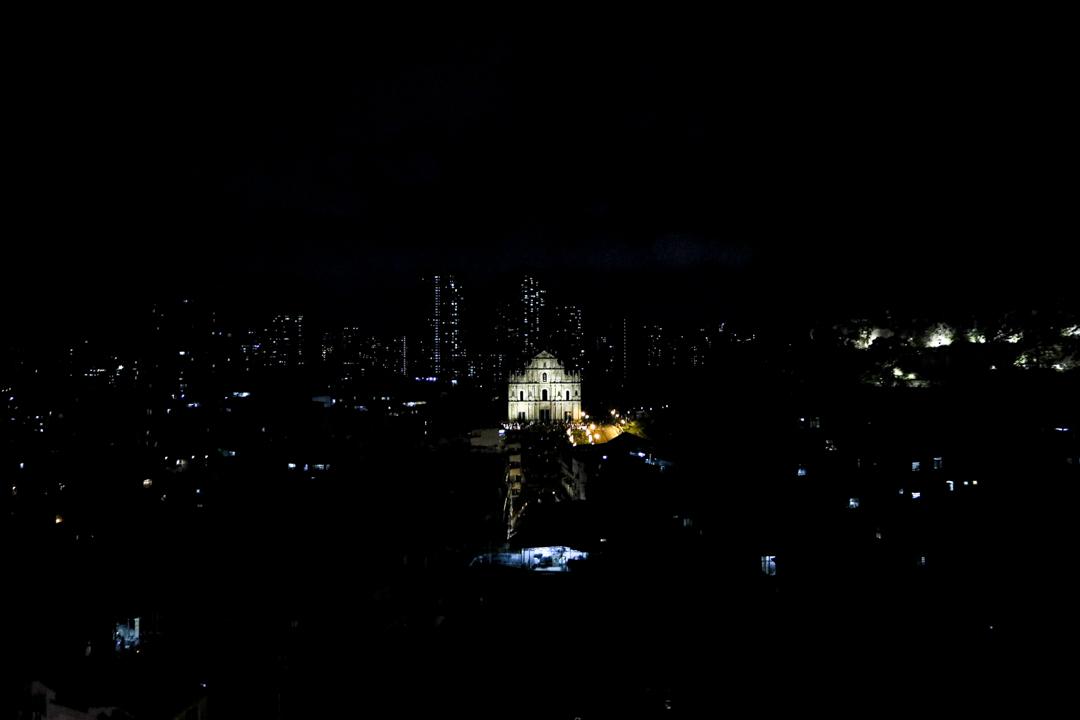 澳門半島地標大三巴牌坊夜景。