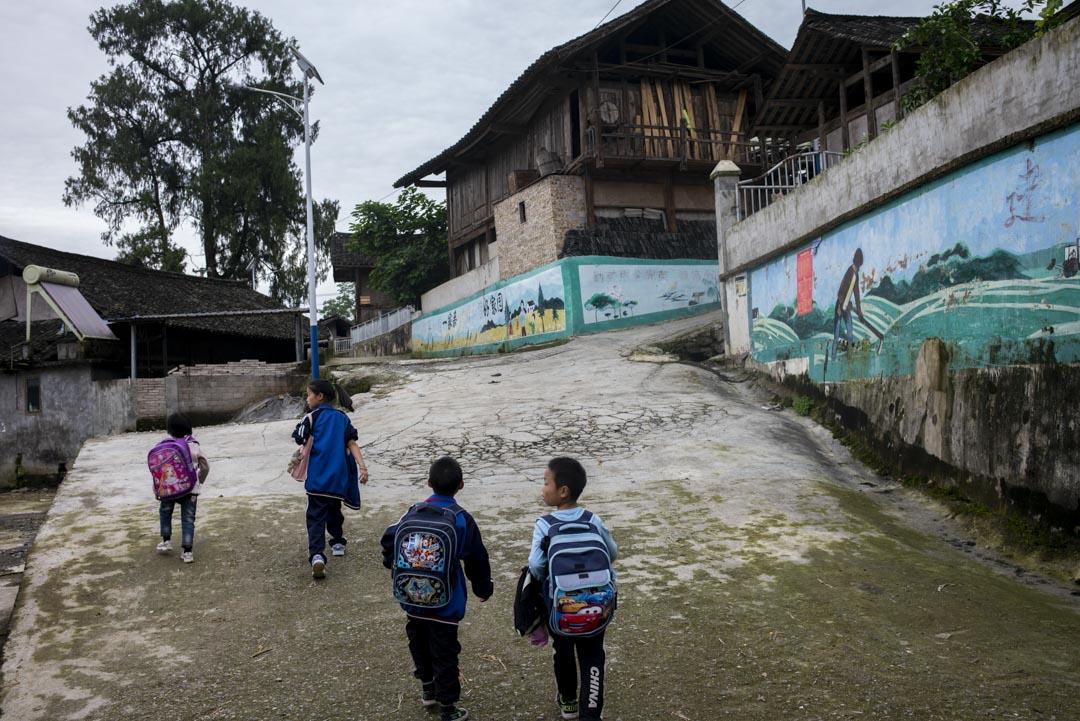 余慶縣山區鄉村人口稀少、房屋大量空置,只有留守兒童、留守老人和留守婦女。