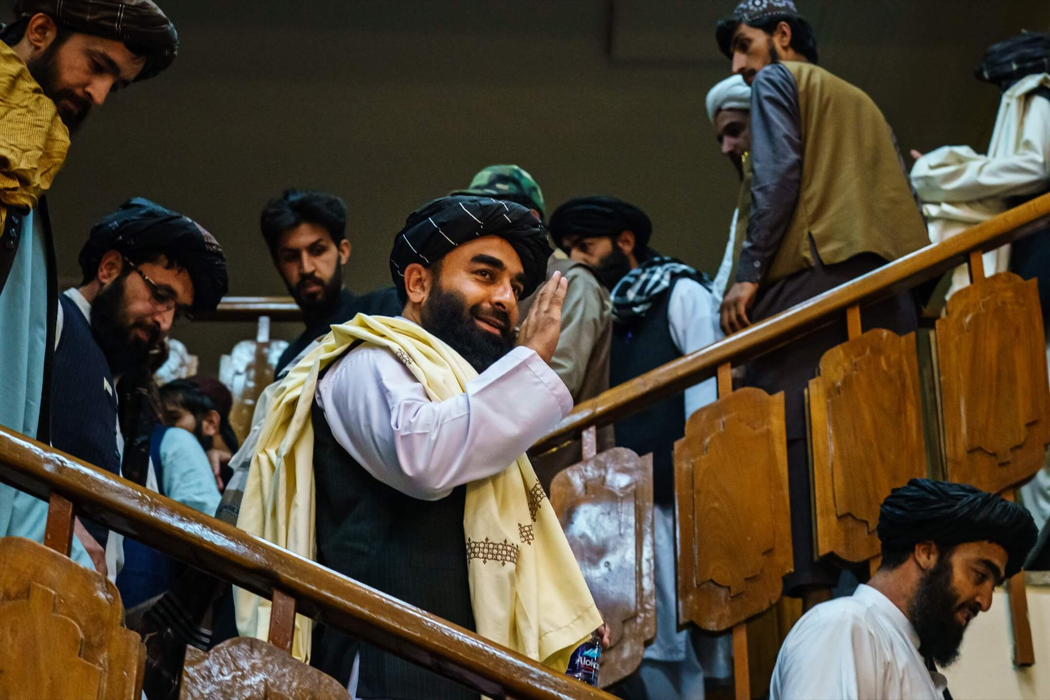 2021年8月17日,阿富汗喀布爾,塔利班發言人穆賈希德(Zabihullah Mujahid)首次記者會。 攝:Marcus Yam/Los Angeles Times/Getty Images