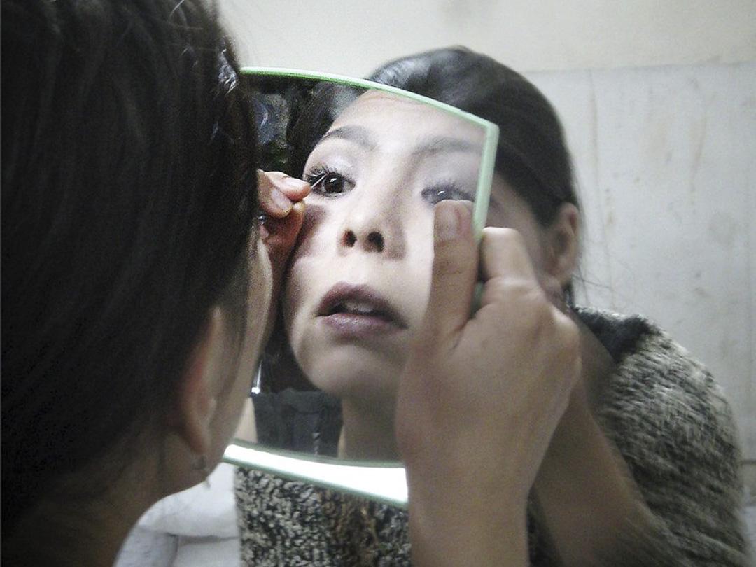 Julie Billaud⺠族誌作品《Kabul Carnival: Gender Politics in Postwar Afghanistan》。