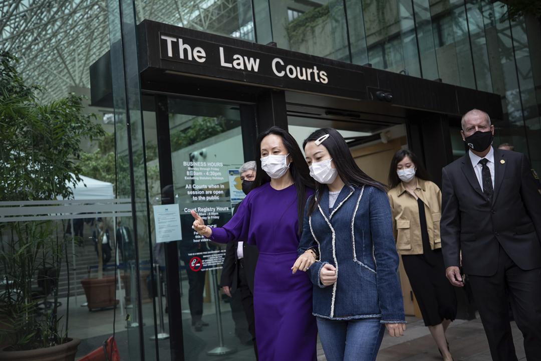 2021年8月18日,華為副董事長孟晚舟在休庭期間離開卑詩省最高法院。 攝:Darryl Dyck / The Canadian Press via AP