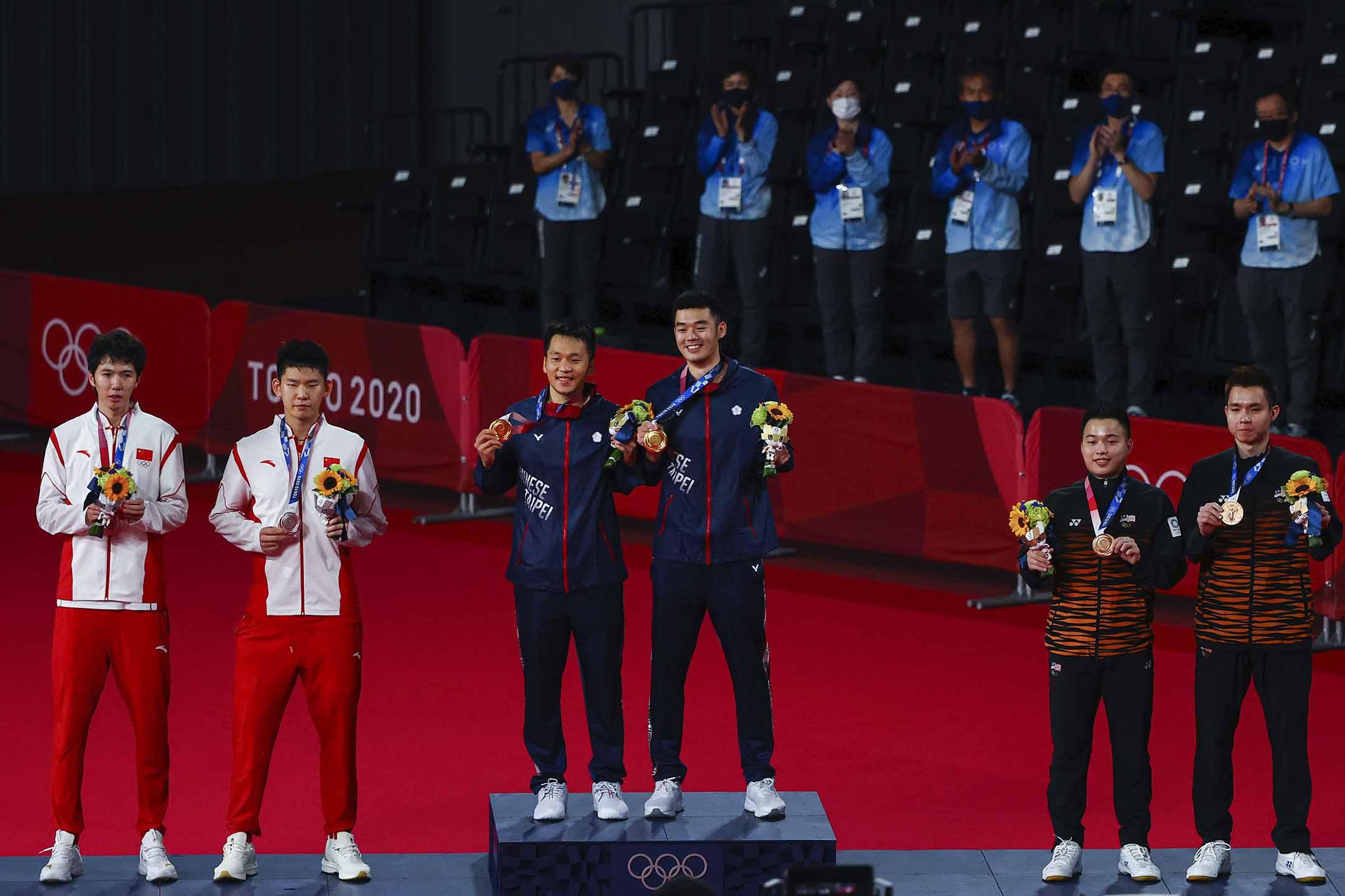 2021年7月31日年東京奧運會,羽毛球男雙頒獎典禮 ,台灣羽毛球李洋和王齊麟奪金。 攝:Hamad I Mohammed/Reuters/達志影像